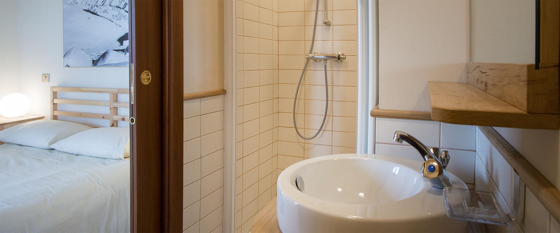 alpemoncerchio-camera-bagno